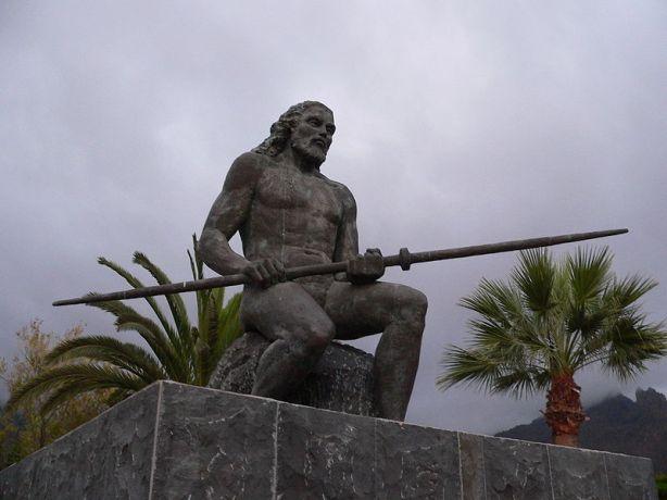 800px-Statue_El_Gran_Tinerfe_fcm