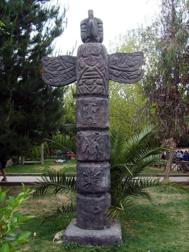 Tótem Ubicado en el BuinZoo, Buin, Chile.