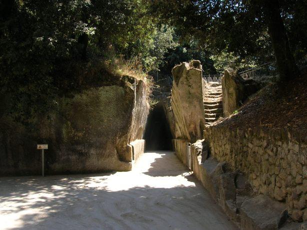 Cueva_de_la_Sibila_cuma_DSCN3813